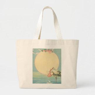 Cigogne vintage avec le bébé dans la couverture grand sac