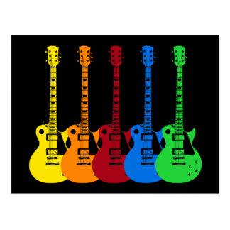 Cinq guitares électriques colorées carte postale