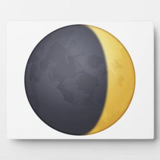 Cirant le croissant de lune - Emoji Plaque Photo