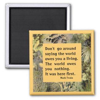 Citation de Mark Twain. Le monde ne vous doit rien Aimant
