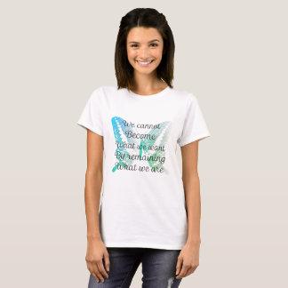 Citation de motivation avec le papillon sur le t-shirt