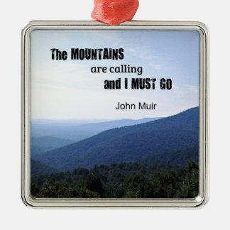 Citation par John Muir au sujet des montagnes Ornement Carré Argenté