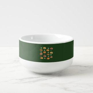 Citrouilles avec la tasse de soupe à feuille
