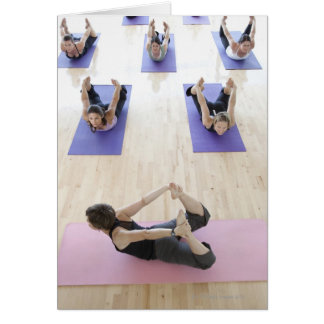 Classe d'instructeur de yoga principale par les 2 carte de vœux