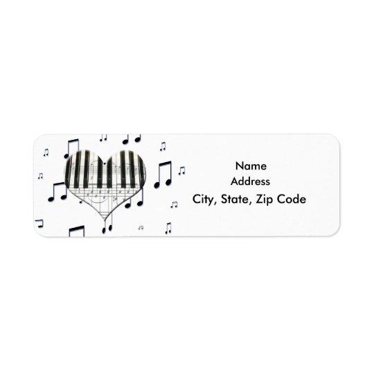 Clavier de piano de coeur et étiquette de notes de
