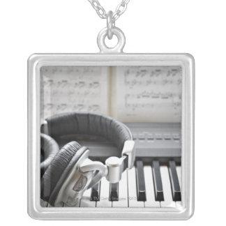 Clavier de piano électrique collier