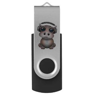 Clé USB Écouteurs de port du DJ d'hippopotame mignon de