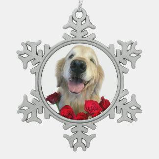 Cligner de l'oeil le chien de golden retriever ornement flocon de neige pewter