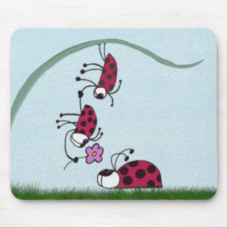 Coccinelle professant son amour pour son amoureux tapis de souris