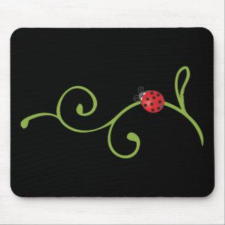 Coccinelle sur la vigne tapis de souris