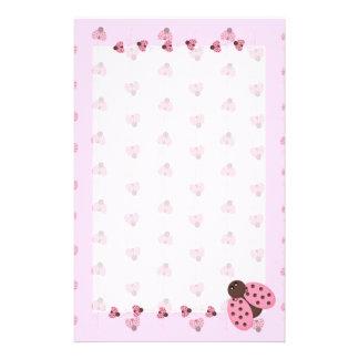 Coccinelles roses stationnaires papier à lettre