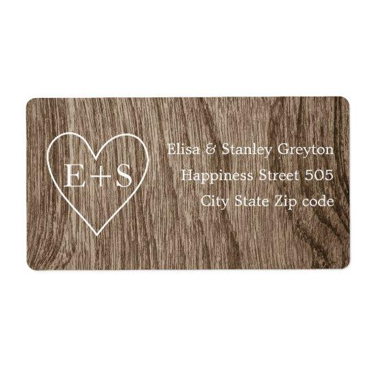 Coeur avec le mariage rustique de grain en bois étiquette d'expédition