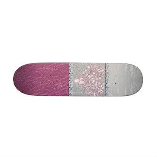 Coeur de Bling sur le cuir blanc et le rose de sci Skateboards Cutomisables