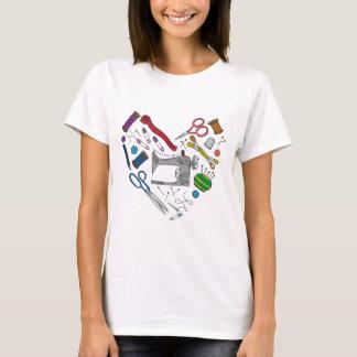Coeur de couture d'outils t-shirt