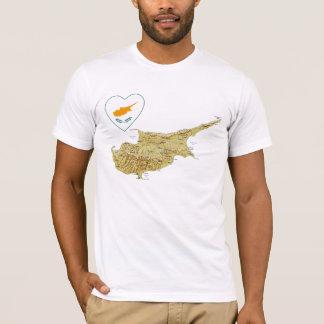 Coeur de drapeau de la Chypre et T-shirt de carte