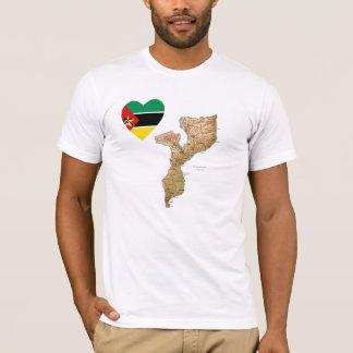 Coeur de drapeau de la Mozambique et T-shirt de