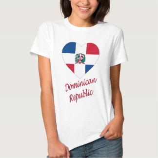 Coeur de drapeau de la République Dominicaine avec T-shirts