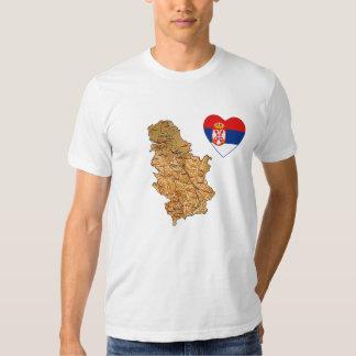 Coeur de drapeau de la Serbie et T-shirt de carte