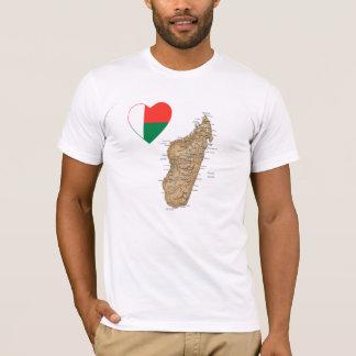 Coeur de drapeau du Madagascar et T-shirt de carte
