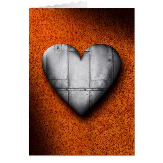 Coeur de tôle sur la carte de voeux d'arrière -