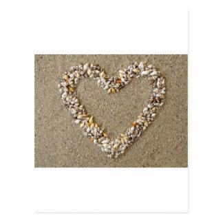 Coeur disposé des coquillages carte postale