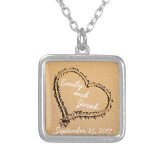 Coeur en collier fait sur commande de date de
