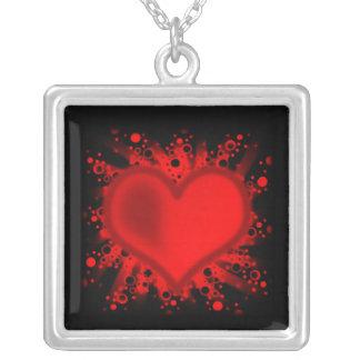 Coeur, étoiles, cercles, points, rayons - rouge collier