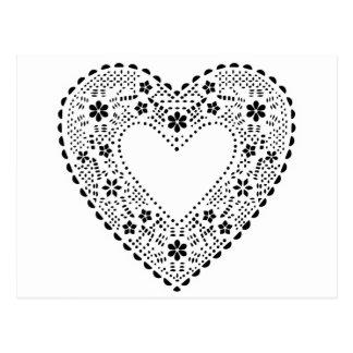 Coeur noir et blanc de dentelle carte postale