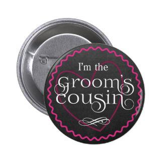 Coeur rose de tableau épousant le cousin du marié badges