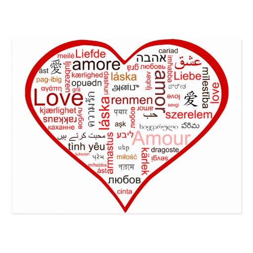 Coeur rouge complètement de l'amour dans beaucoup  carte postale