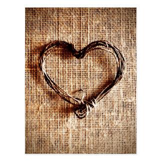 Coeur rustique de ficelle de pays sur la copie de cartes postales