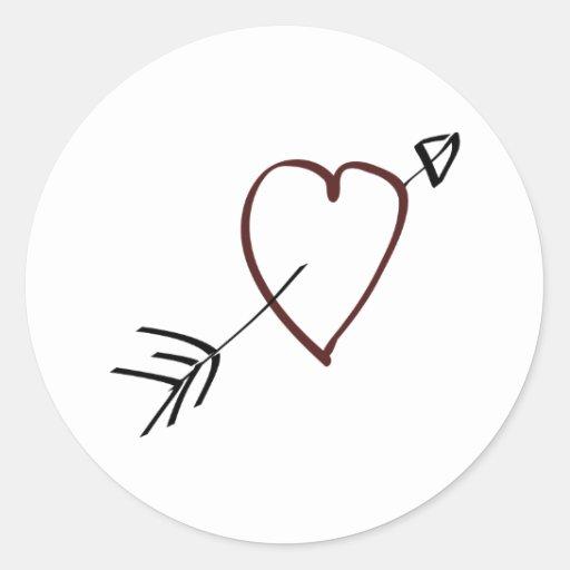 Coeur simple avec la flèche passant par elle adhésifs ronds