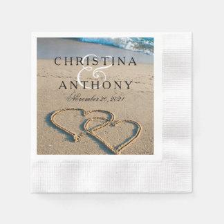 Coeur sur la serviette de mariage de plage de serviette jetable