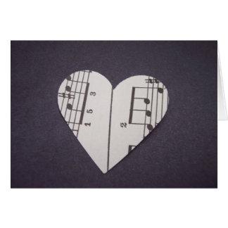 Coeur vintage de musique de feuille de carte pour