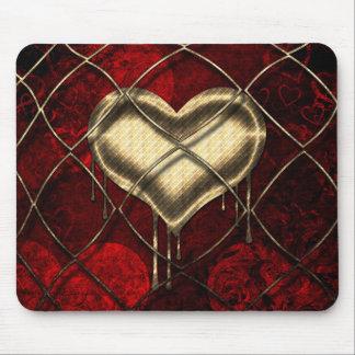 Coeurs de rouge et d'or avec la conception tapis de souris