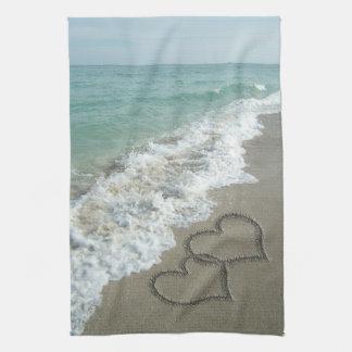 Coeurs de sable sur la plage serviettes éponge
