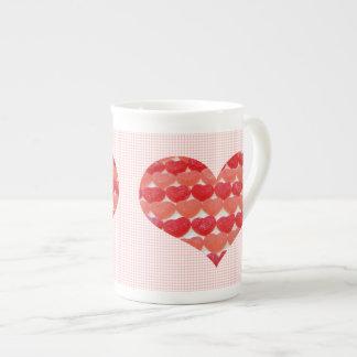 Coeurs de sucrerie dans une rangée, en forme de mug