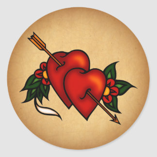 Coeurs de tatouage avec la flèche sticker rond