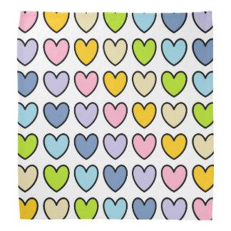 Coeurs en pastel d'arc-en-ciel décrits par noir bandana