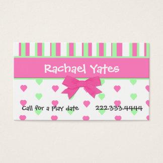Coeurs et carte de date roses et verts de jeu de