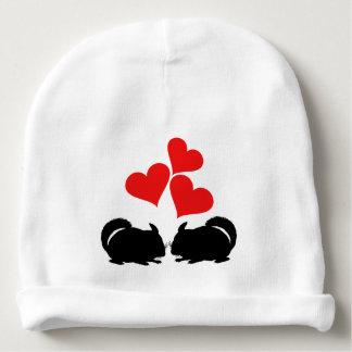 Coeurs et chinchillas bonnet de bébé