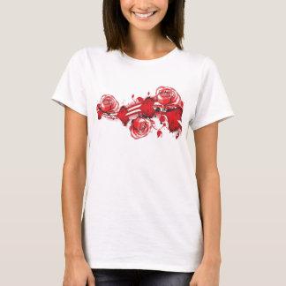 coeurs et dames grunges de T-shirt de roses