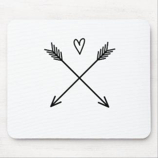 Coeurs et flèches tapis de souris