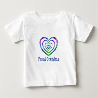 Coeurs fiers de grand-maman t-shirt pour bébé