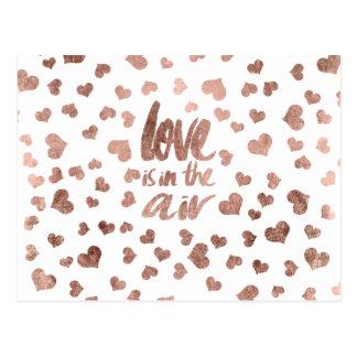 Coeurs roses modernes d'or de typographie d'amour carte postale