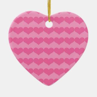 Coeurs roses sur l'ornement rose ornement cœur en céramique