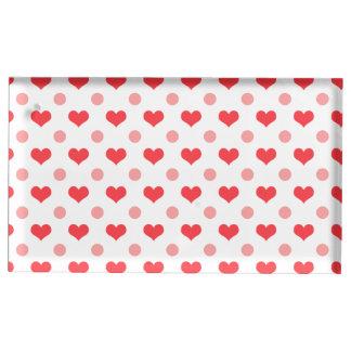 coeurs rouges d'amour, motif de pois de rose en porte-cartes de  table
