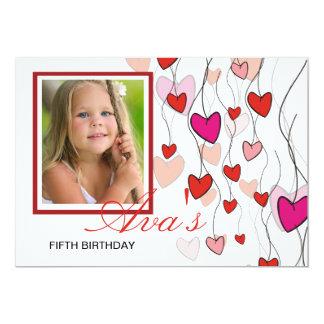 Coeurs sur un carte photo de ficelle carton d'invitation  12,7 cm x 17,78 cm