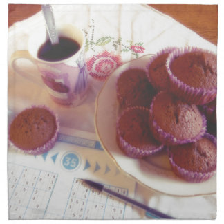 Coffee, chocolate muffins and reflection serviettes imprimées