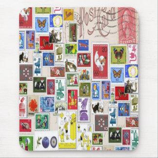 Collection de timbres colorée de carte postale tapis de souris
